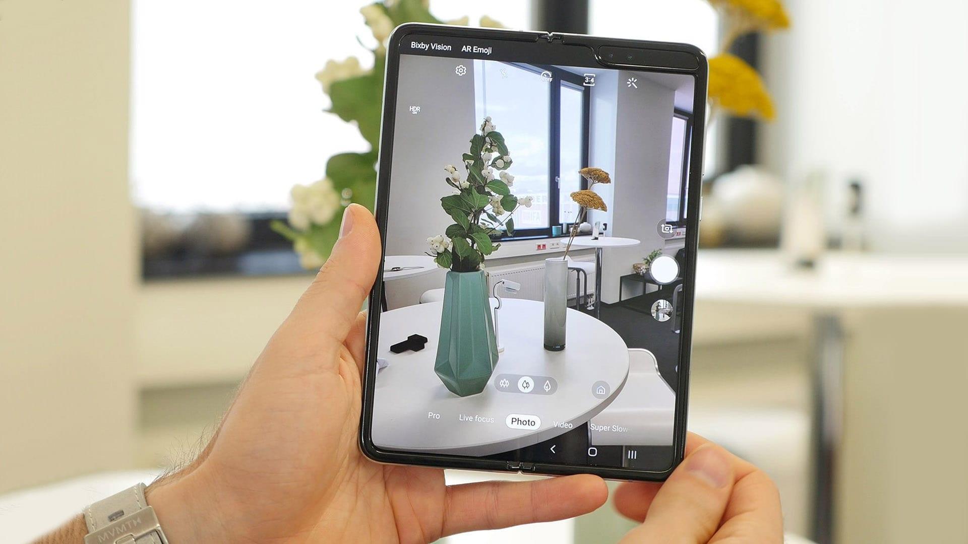تحديث جديد لهاتف Galaxy Fold يضيف إليه ميزات كاميرا Galaxy Note 10