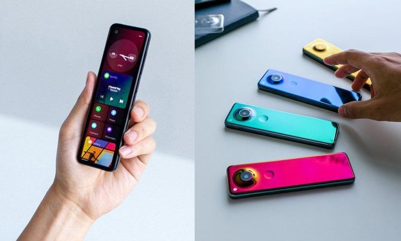 مؤسس شركة Essential أندي روبن يعرض هاتف قادم بشكل طولي وضيق الجوانب وبألوان جذابة