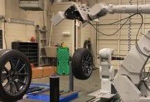 صورة سيغير هذا الروبوت إطاراتك في جزء صغير من الوقت الذي يستطيعه ميكانيكي