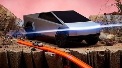 صورة قد تكون لعبة Cybertruck من Tesla مستقطبة ، لكن إصدارات Hot Wheels رائعة