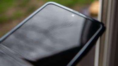 صورة قد تواجه شاشة Samsung Galaxy Z Flip مشكلة أعمق