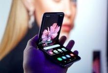 صورة Galaxy Z Flip قام بجولة في أسابيع الموضة في نيويورك ولندن وميلانو باريس