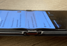 صورة موتورولا ترفض تفكيك iFixit لوحدة هاتف Motorola Razr المتضررة