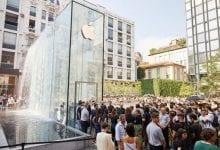 صورة آبل تطلب من الموظفين في متاجرها عدم تشجيع العملاء على تجربة AirPods أو Apple Watch