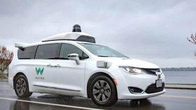 صورة بينما تتسابق الشركات لتطوير السيارات ذاتية القيادة ، يظل الأمريكيون متناقضين