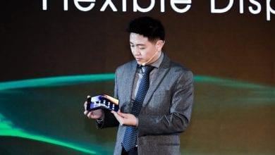 صورة تكشف Royole عن شاشة هاتف مرنة جديدة ، وشركاء مع ZTE للأجهزة المستقبلية