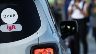 صورة يوقف Uber و Lyft خيار carpool للمساعدة في منع انتشار الفيروس التاجي