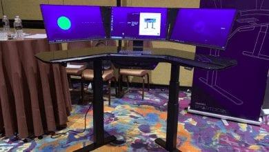 صورة Cemtrex SmartDesk هو مكتب ذكي يحتوي على جهاز حاسب مدمج و ثلاثة شاشات تعمل باللمس#CES2019