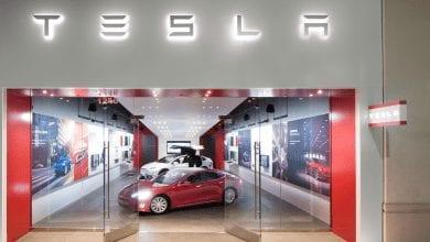 صورة Tesla تستعد لتحويل مبيعات الشركة عن طريق الإنترنت
