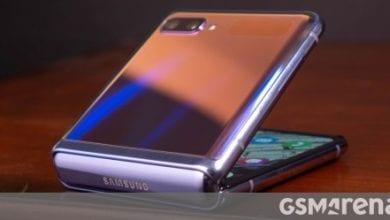 صورة يحتوي Samsung Galaxy Z Flip 5G على سعة تخزين 256 جيجابايت