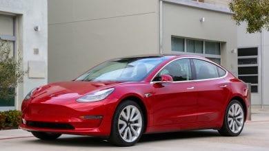 "Photo of يقول Elon Musk أن Tesla ""تعمل بجد"" على التوقف التلقائي لإشارات المرور"