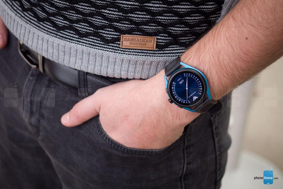 إمبوريو أرماني Smartwatch-3-Review003.jpg