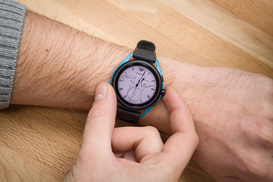 إمبوريو أرماني Smartwatch-3-Review002.jpg