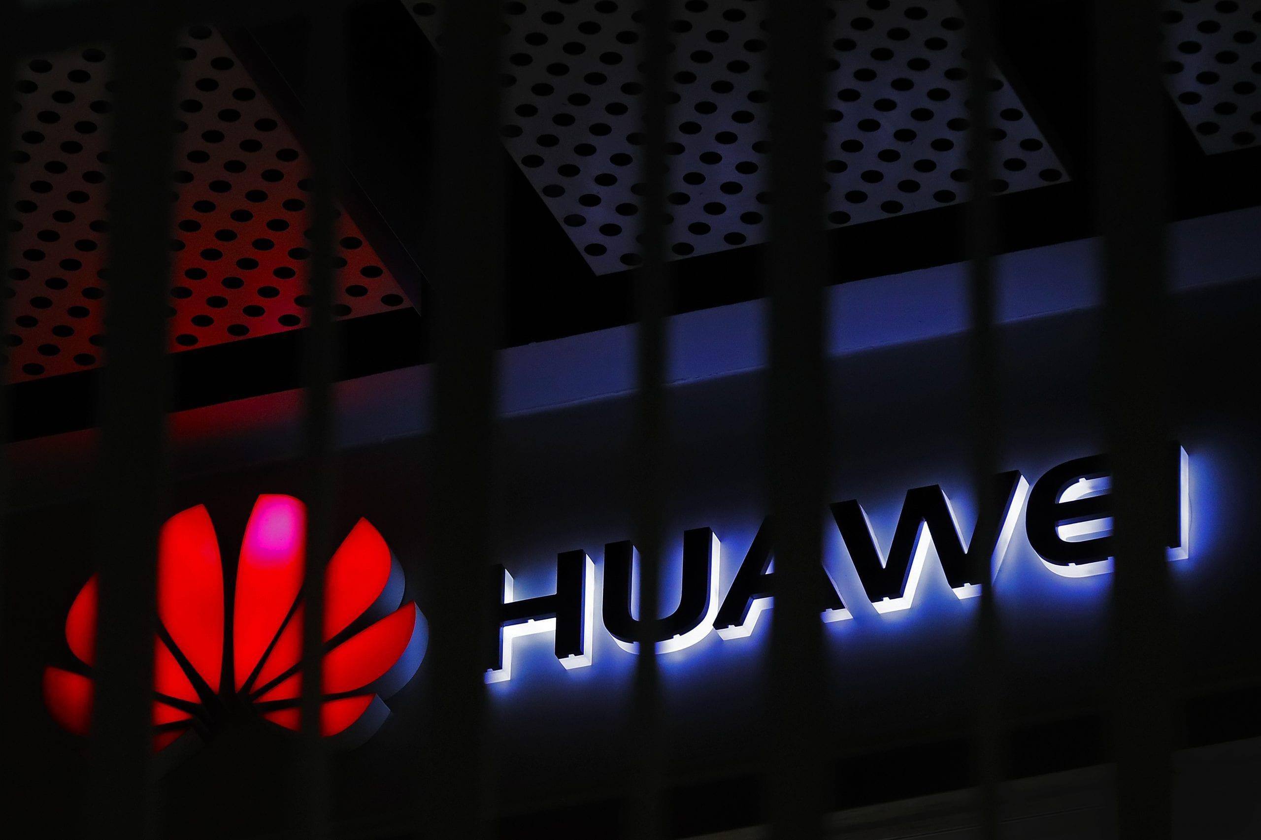 قيود جديدة من الولايات المتحدة تقطع شركة هواوي عن موردي الرقاقات