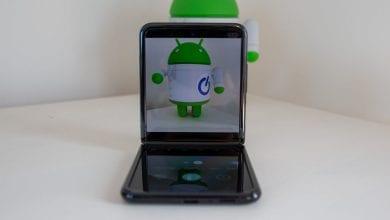 صورة يبرز Samsung Galaxy Z Flip 5G في المعيار الذي يحتوي على Snapdragon 855+