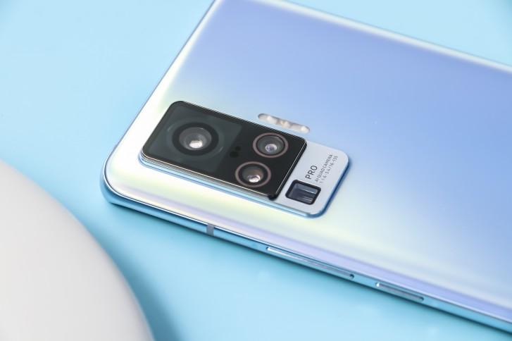 vivo X50-series لاول مرة ، كاميرا مثبتة انحرافًا لـ Pro ، مستشعر 50MP جديد لـ Pro +