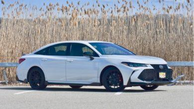 مراجعة سيارة تويوتا أفالون TRD 2020: كبيرة على المساحة وقصيرة على الزحام