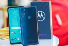 صورة مراجعة هاتف Motorola One Fusion+
