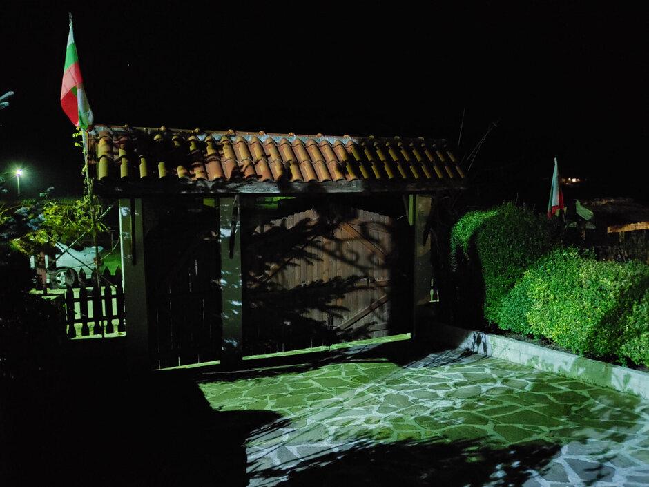 الصور التي تم التقاطها باستخدام وضع الرؤية الليلية وبدونه على LG G8X - LG G8X ومراجعة الشاشة المزدوجة