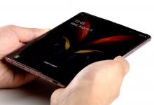 صورة مقطع فيديو يستعرض التحسينات المقدمة من سامسونج في Galaxy Z Fold 2