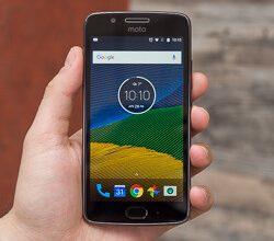 صورة مراجعة هاتف Motorola Moto G5