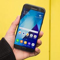 صورة مراجعة هاتف Samsung Galaxy A7 (2017)