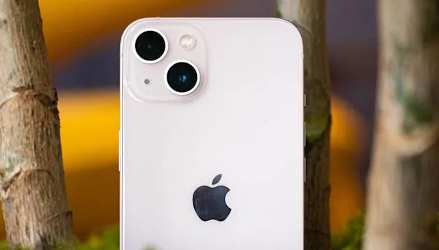 أبل تعمل على إصلاح الثغرة التي تمنع مالكي iPhone 13 من فتح القفل باستخدام Apple Watch